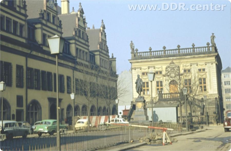 Naschmarkt mit Blick auf Alte Börse in Leipzig 1957
