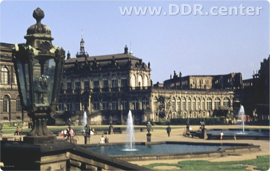 Blick auf den Hof des Dresdener Zwingers in den 60er Jahren