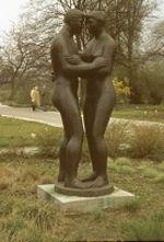 Potsdam - nackter Mann und Frau als Statue im Park 1979