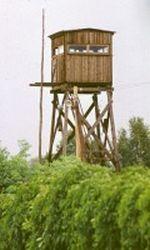 Wachturm an der Grenze nach Ostberlin in Berlin Rudow