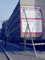 Protestplakat an der Bernauer Straße zu den Mauertoten