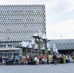 Buntes Treiben am Berlin Alexanderplatz in Ostberlin 1973