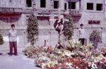 Mahnmal für Peter Fechter einem Tag nach seinem Tod an der Mauer in Berlin